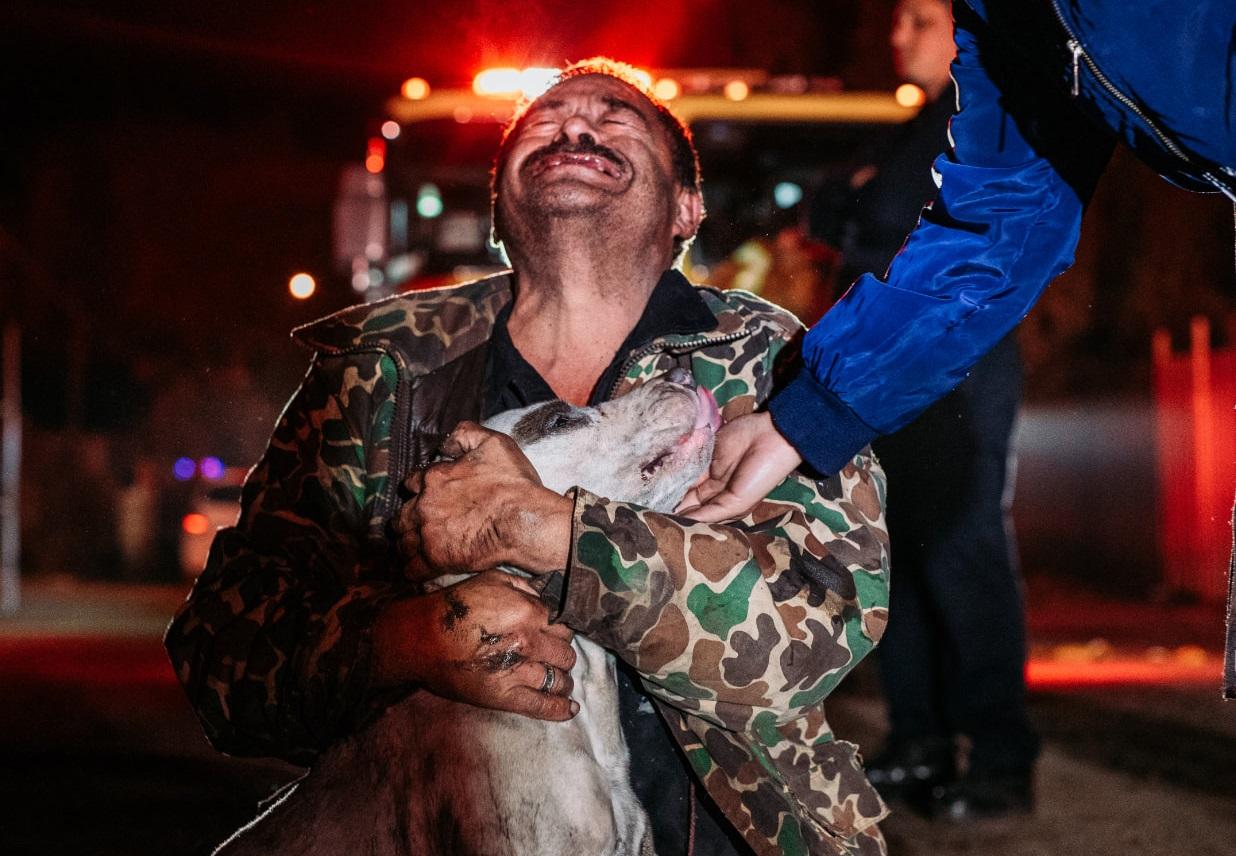 Salvar a su perrito fue lo único que le importó a Don Mario || FOTOS