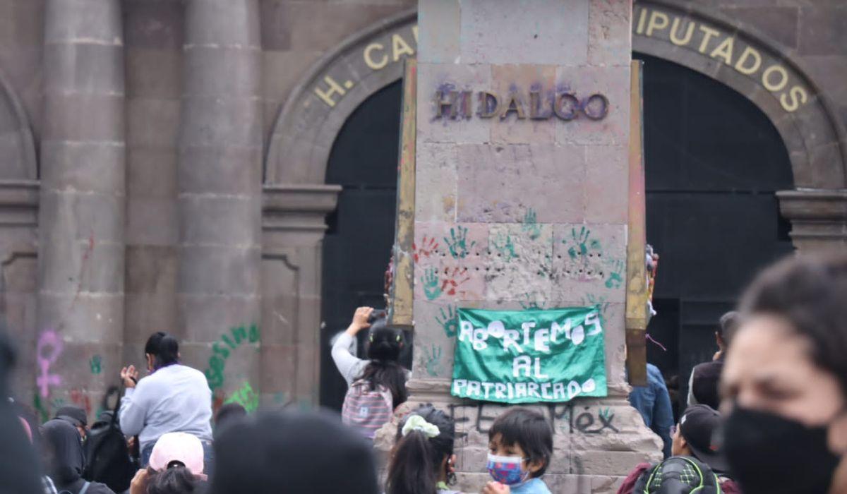 Noticias Toluca- Edificios sufren vandalismo por la movilización feminista del #28S