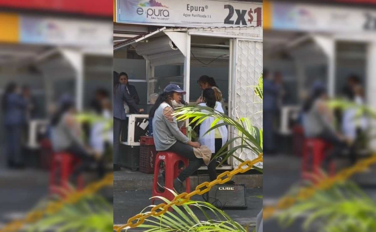 """Joven canta """"La Llorona"""" en puesto de tacos y video se hace viral"""
